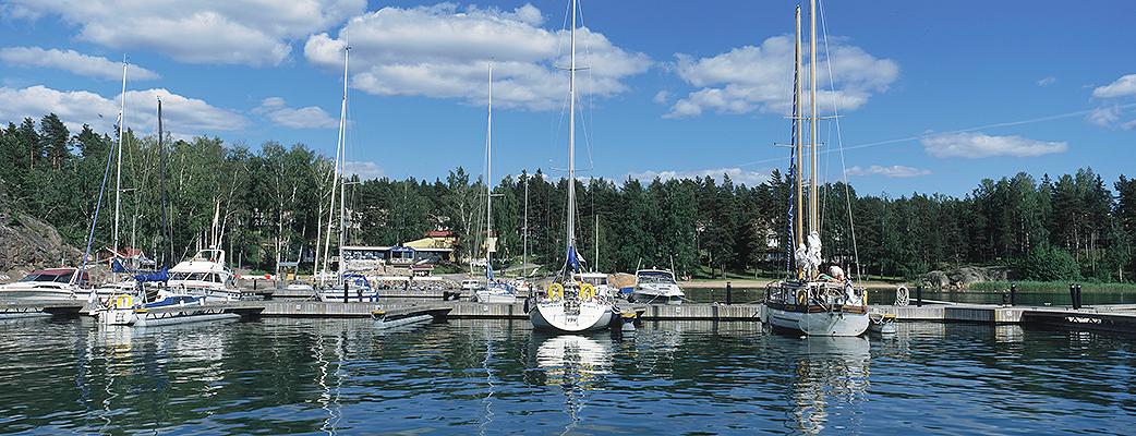 Holiday Club Airistoon, Turun saaristoon pääset sekä autolla että veneellä.