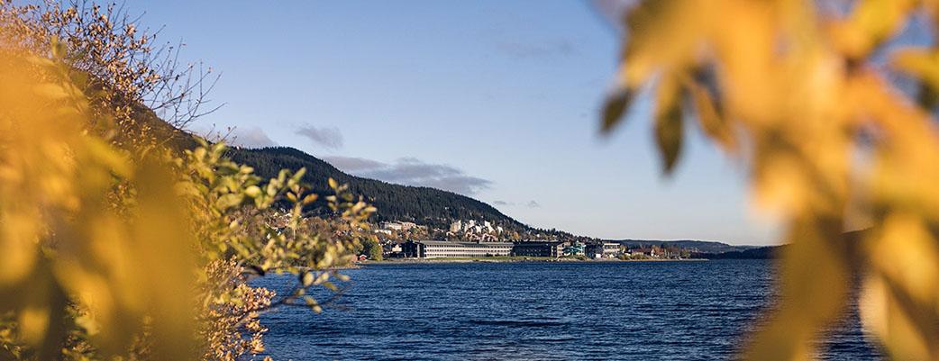 Bo på Holiday Club Åre - mitt i Åre by mellan sjö och fjäll.