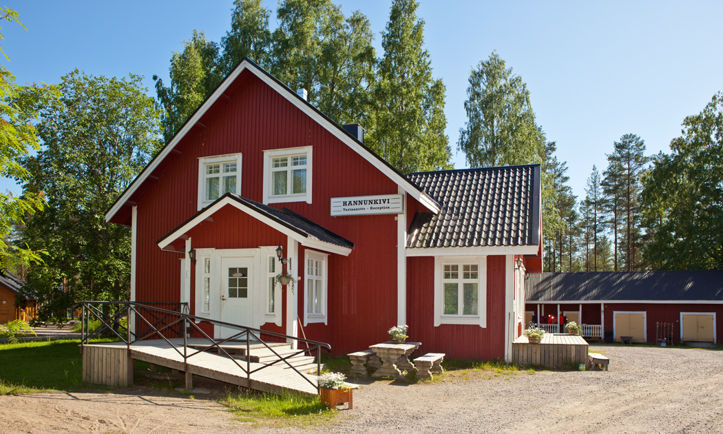 hannunkivi-red-house-hor.jpg