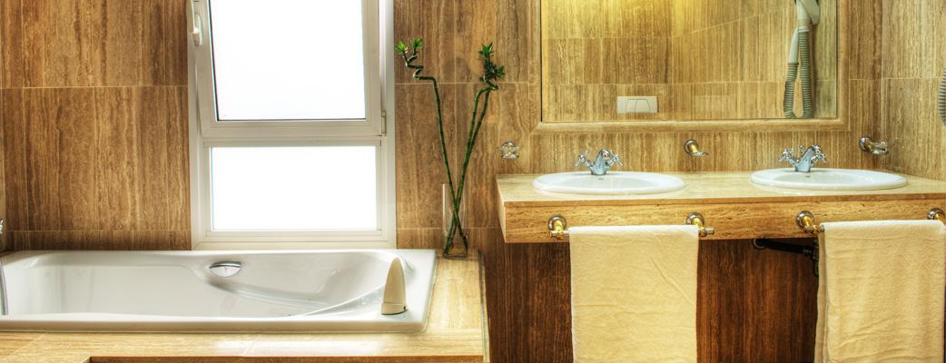 Роскошные мраморные ванные комнаты в Jardín Amadores.