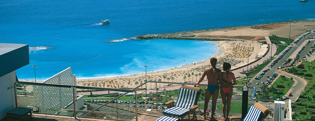 Njut av den spektakulära utsikten over Amadores Beach och Atlantens horisont från er balking.