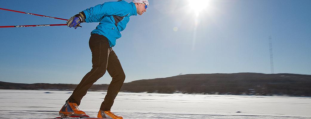 Katinkullan hiihtomaastot ovat upeat. Kevätauringossa järven jää houkuttelee, syksyn tullen ensiliu'ut saa ympäri vuoden auki olevassa Vuokatin hiihtoputkessa.