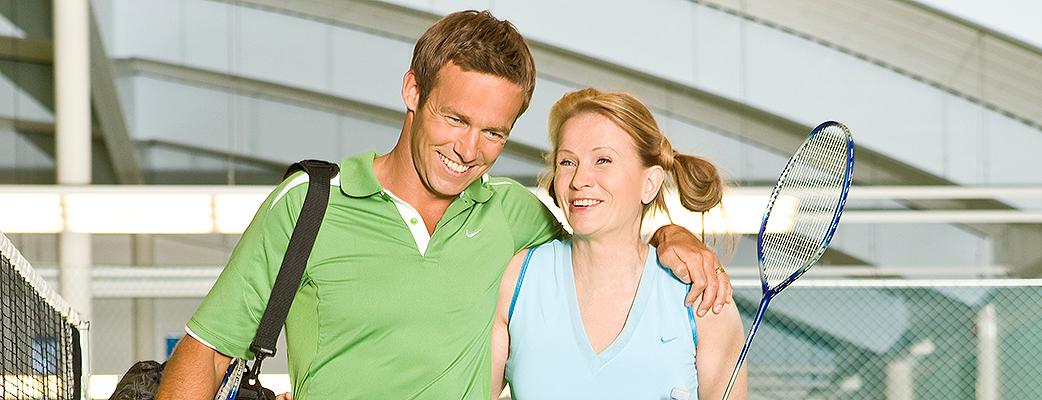 Tennis, sulkapallo vai squash - aktiivilomalla voit valita lajisi. Katinkullan sisäkentillä on aina loistosää.