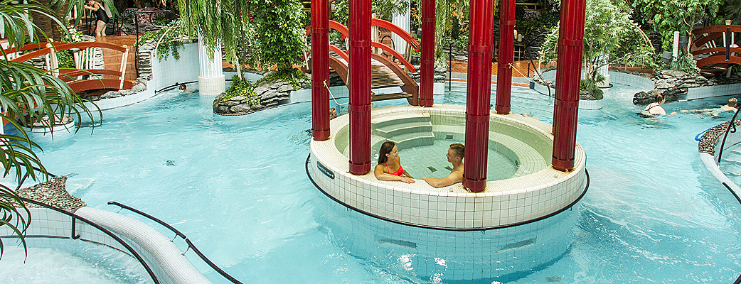 The eye-catcher at the unique Katinkulta spa is a Jacuzzi that leads guests to an Oriental atmosphere. The spa has more than 20 pools, a waterslide and a sauna world.