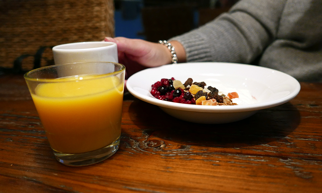 breakfast-berries-juice-hor.jpg