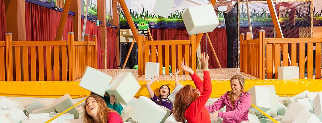 Angry Birds Activity Park в Kuusamon Tropiikki пользуется популярностью у любителей подвижных игр всех возрастов. Великолепный вариант времяпрепровождения, когда за окном бушует непогода.