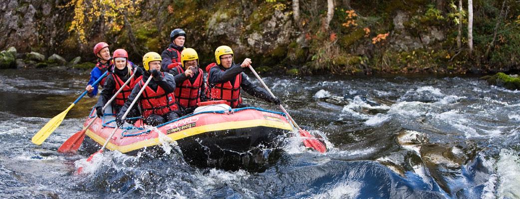 Регион Куусамо славится своими водоемами. Спуски по порогам доставят массу удовольствия и восторга как семьям, так и бывалым любителям экстремального отдыха.