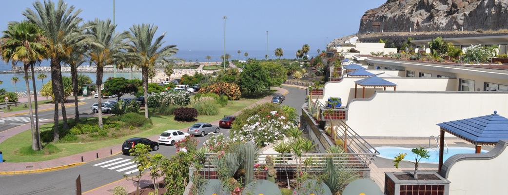 Lägenheterna är bokstavligen bara ett stenkast från stranden.