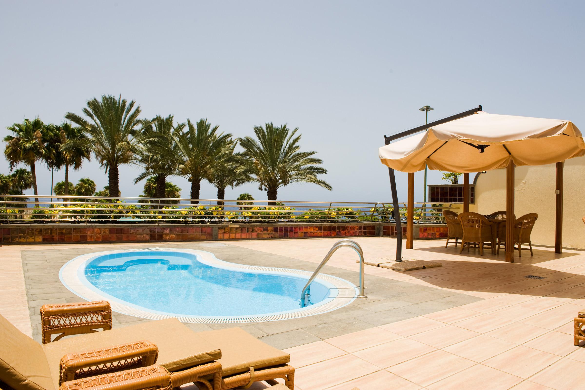 Playa Amadores Holiday Apartments