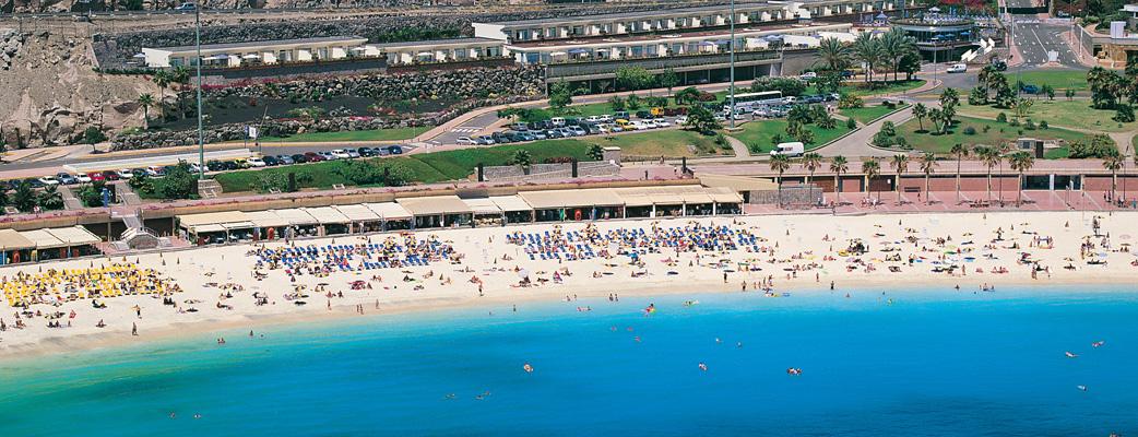 Stranden vid Amadores erbjuder en mängd aktiviteter: vattensporter, restauranger, barer, affärer, massage.
