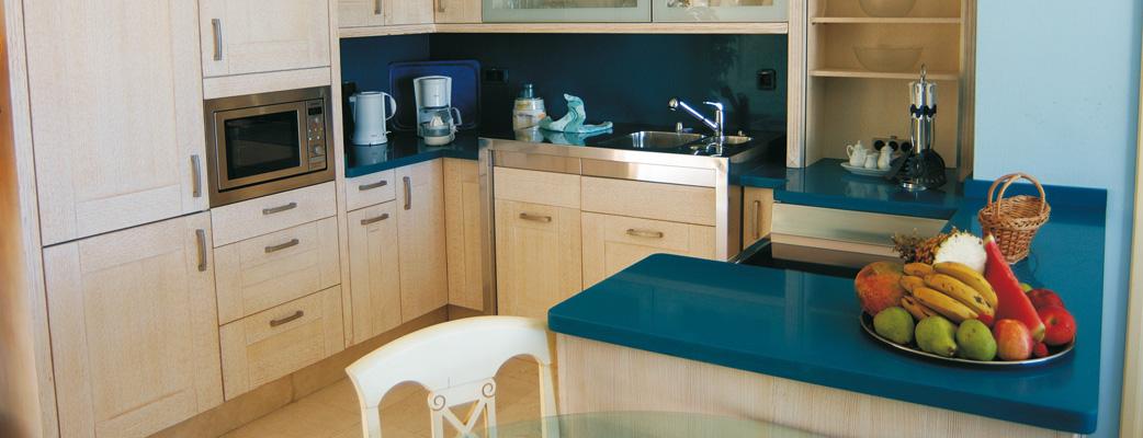 Fullt utrustat kök för glada kockar.