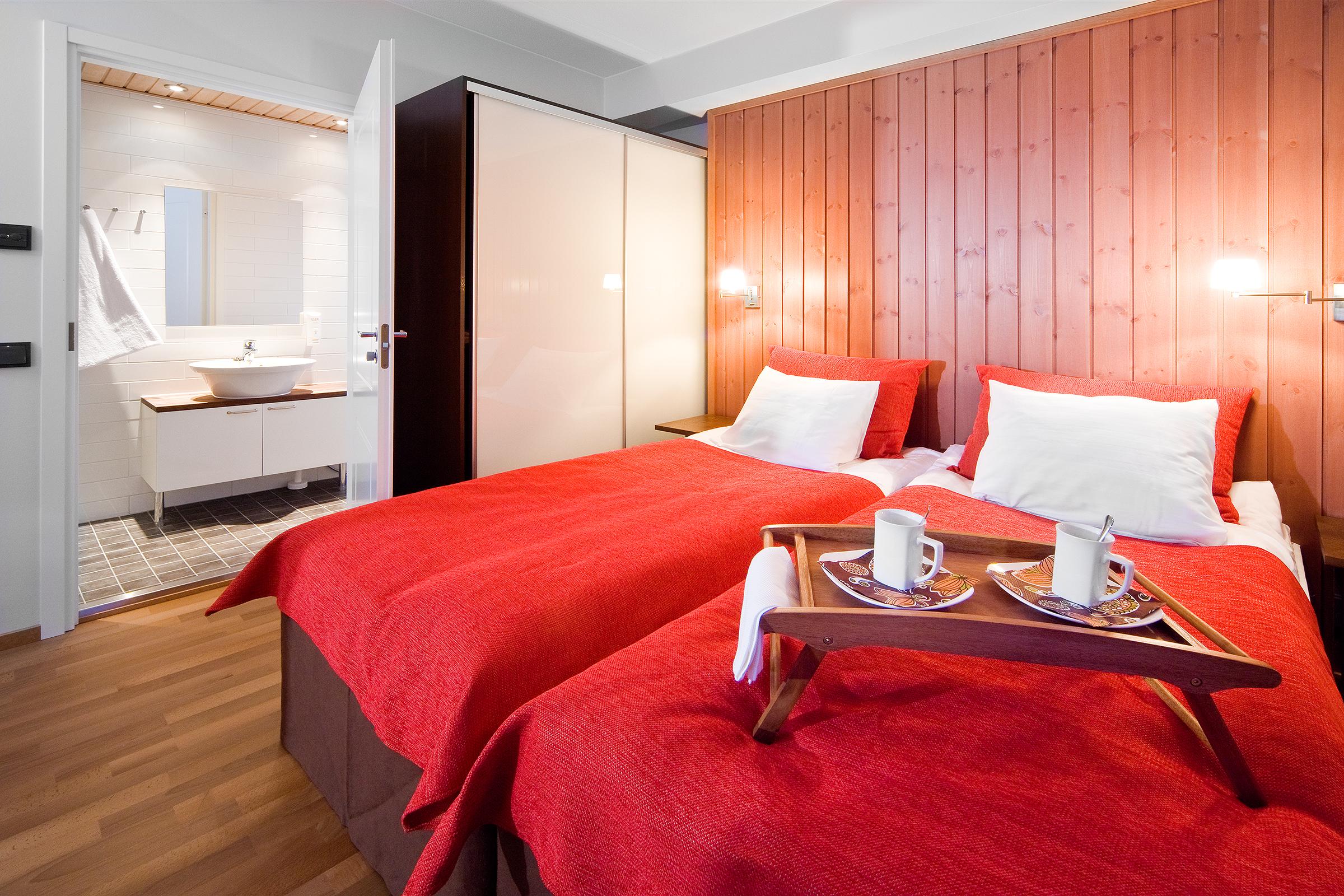 Direkt Neben Dem Wohnzimmer Befindet Sich Das Luxuriöse Badezimmer.