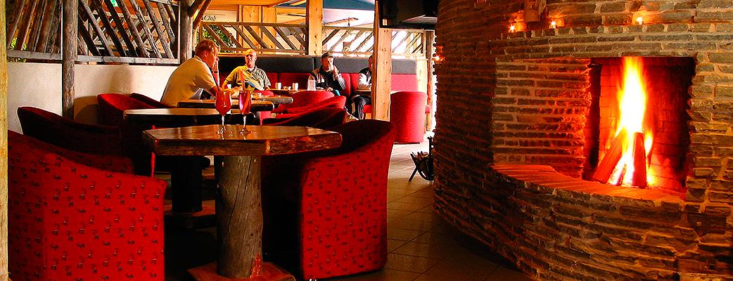 Уютный лобби-бар отеля располагает к непринужденной беседе.