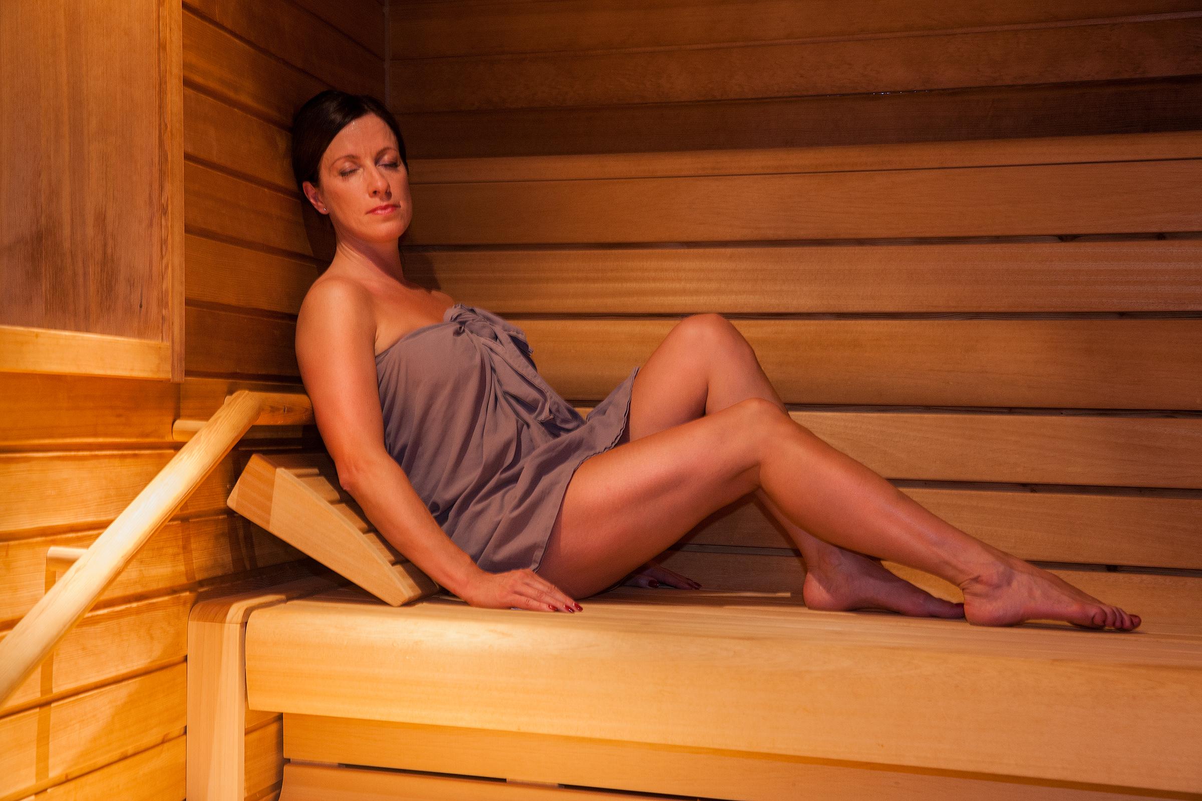 devushki-v-sauna-onlayn-roliki-negrami