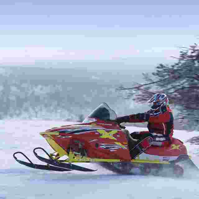 Snowmobile safaris >>