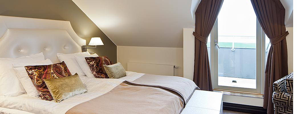 Двухместные номера отеля Castle роскошны не менее одноместных, но созданы специально для комфортного размещения двоих гостей.