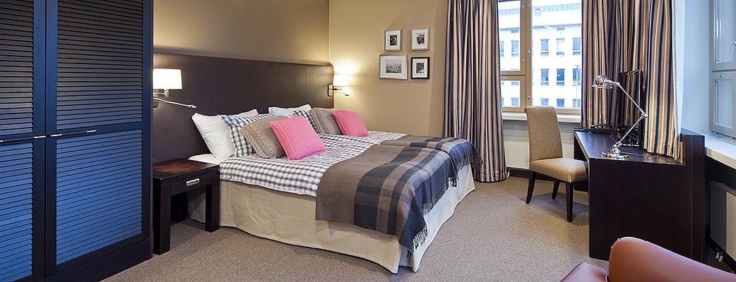 Gant-hotellisiivessä on 21 tilavaa ja tyylikästä huonetta, joista pääsee suoraan ja huomaamattomasti myös kylpytakissa Harmony Span hemmotteluihin.