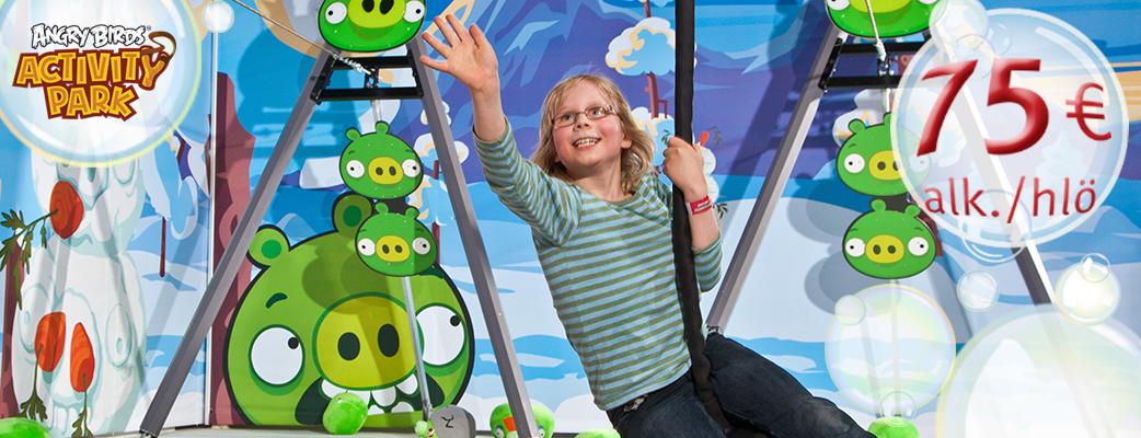 Sukella kylpylään ja temmellä Angry Birds Activity Parkissa!