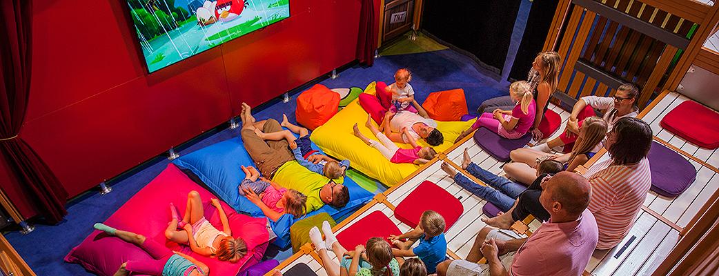 Angry Birds -elokuvateatterin säkkituoleilla ja tyynyillä voi hetkeksi rauhoittua.