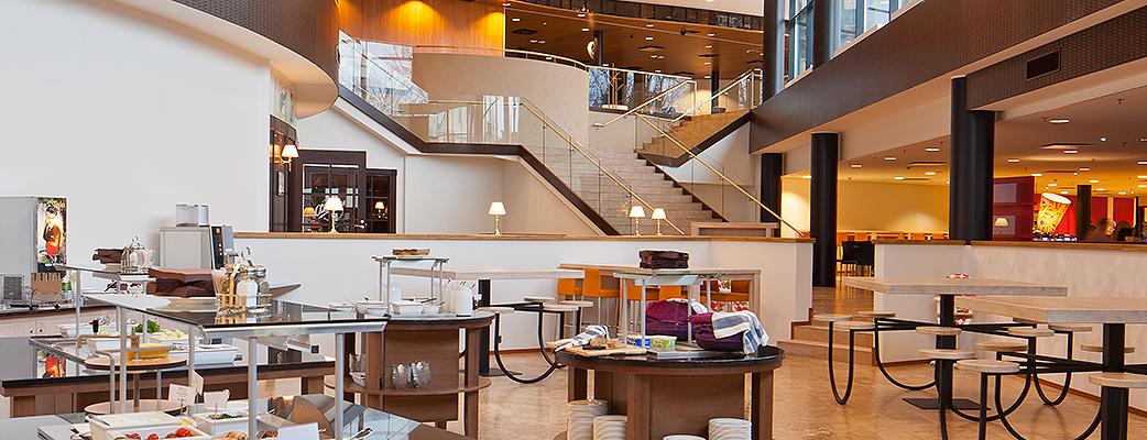 Ресторан Easy Kitchen работает по принципу «шведского стола». С утра в ресторане подается великолепный «сайменский» завтрак.