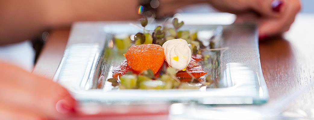Fisk från Saimen, bär, svamp och vilt från de närliggande skogarna, ost och bröd från små producenter – smakerna på Le Biff är en kombination av läckra detaljer.
