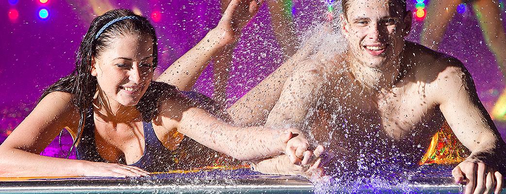 Два раза в час Вы можете полюбоваться танцующими фонтанами, которые взмывают вверх под звуки музыки. Окунитесь в мир радости и удовольствия в аквапарке Cirque de Saimaa!