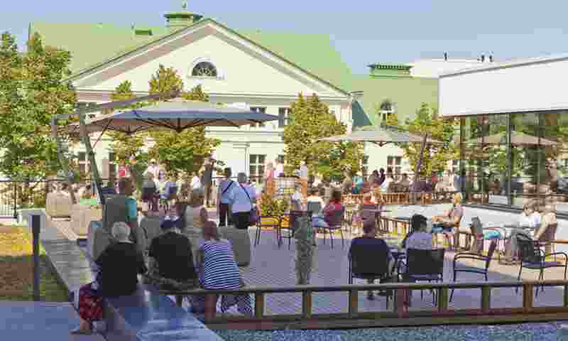 saimaa-terrace-people-hor.jpg