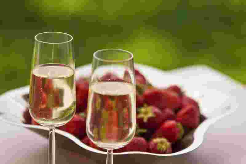 Saimaa/restaurants/strawberry & champagne