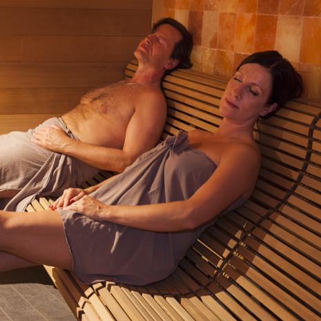 livejamin mies ja nainen sängyssä
