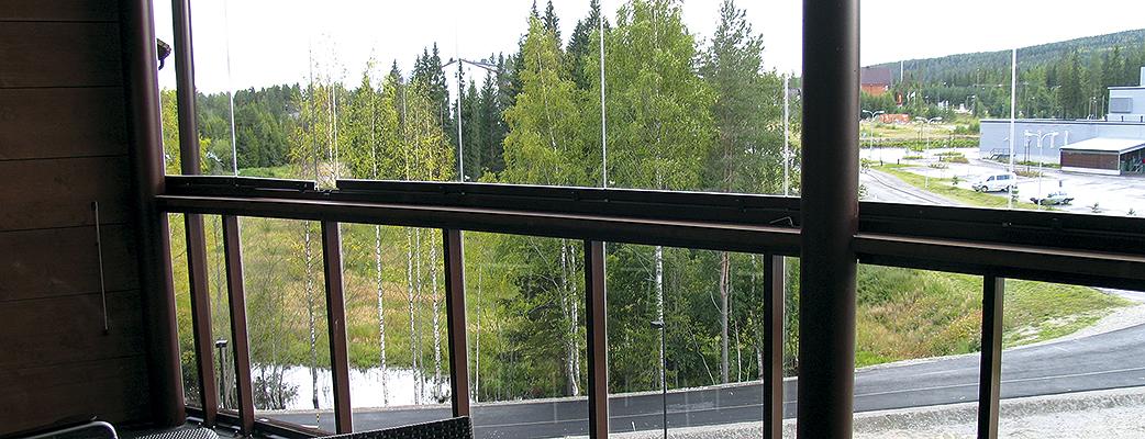 Все апартаменты имеют меблированный застекленный балкон.