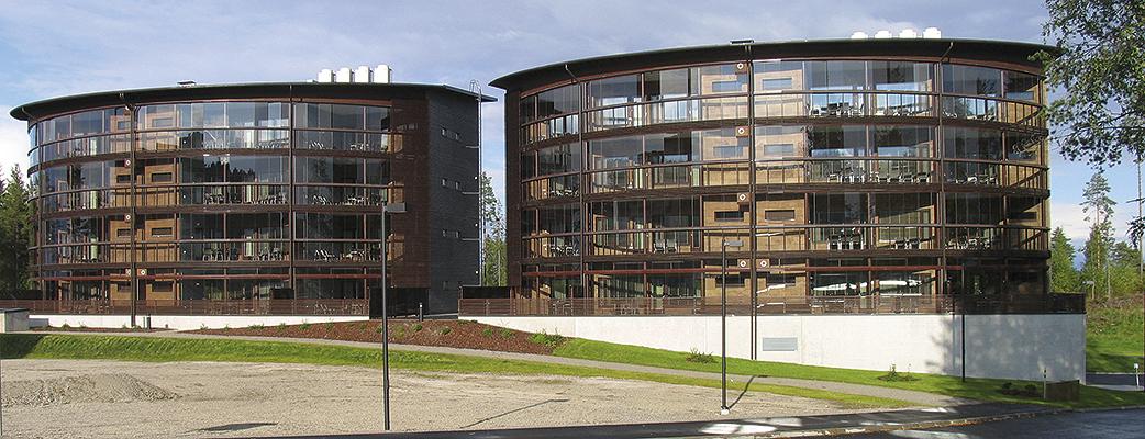 Holiday Club Tahko Spa -lomahuoneistot sijaitsevat Tahkon parhaalla paikalla, kahdessa nelikerroksisessa rakennuksessa.