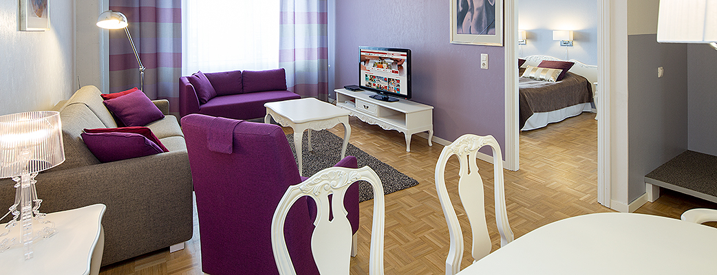 Tampereen Kylpylän loma-asunnot sijaitsevat idyllisessä, yli 100 vuotta vanhassa puuvillakehräämössä, joka on saneerattu nykypäivän vaatimusten mukaiseksi.