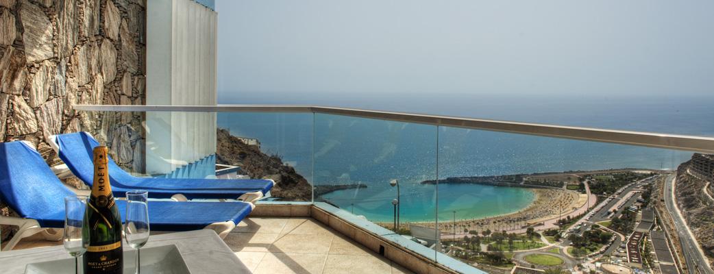 Imponerande utsikt från alla balkonger.