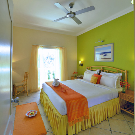 esmeraldpalms-bedroom-square.jpg
