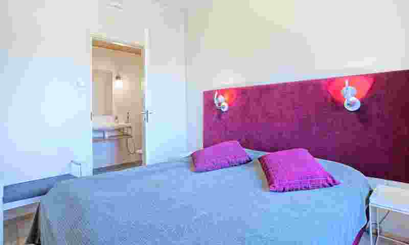 saariselkä-villas-kelotähti-bedroom-purple-hor.jpg